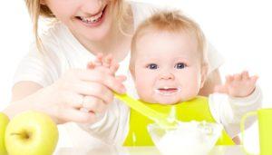 Как давать первый прикорм малышу