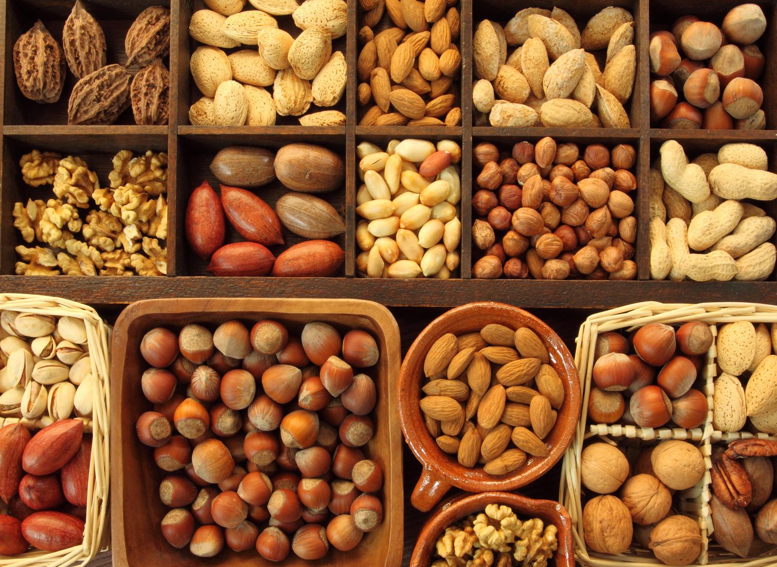 Орехи для потенции у мужчин бывают разных видов, грецкие, мускатный, однако какие орехи помогут без вреда повысить