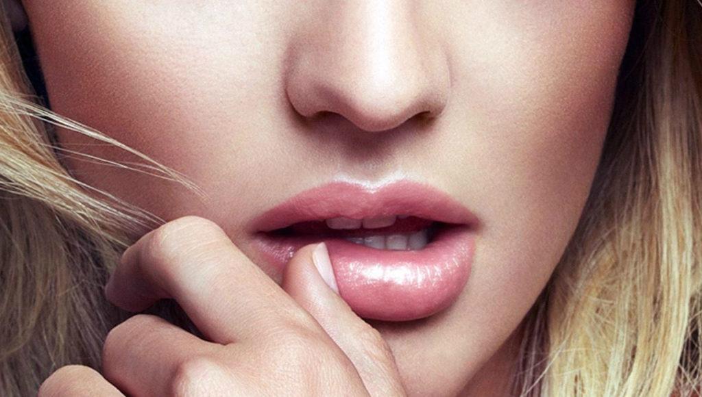 Как сделать влажные губы 277