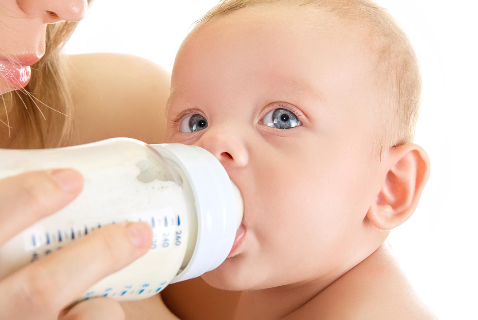 Искусственное вскармливание молочной смесью