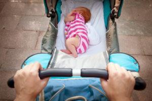 Первая прогулка новорожденного