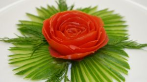Роза из помидора