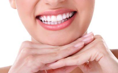 Как отбелить зубы в домашних условиях безопасно