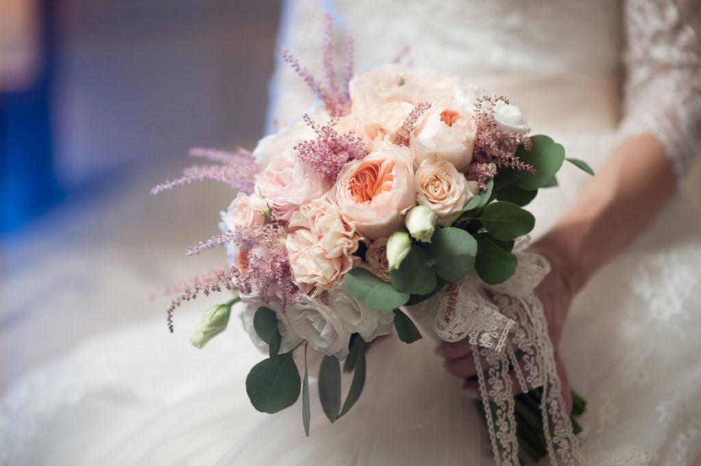 Как сэкономить на свадьбе букет невесты