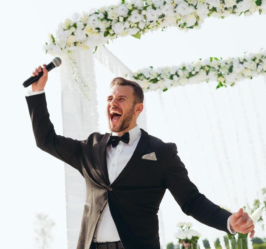 Как сэкономить на свадьбе ведущий
