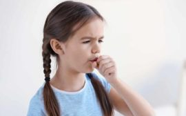 Чем лечить кашель у ребенка без температуры
