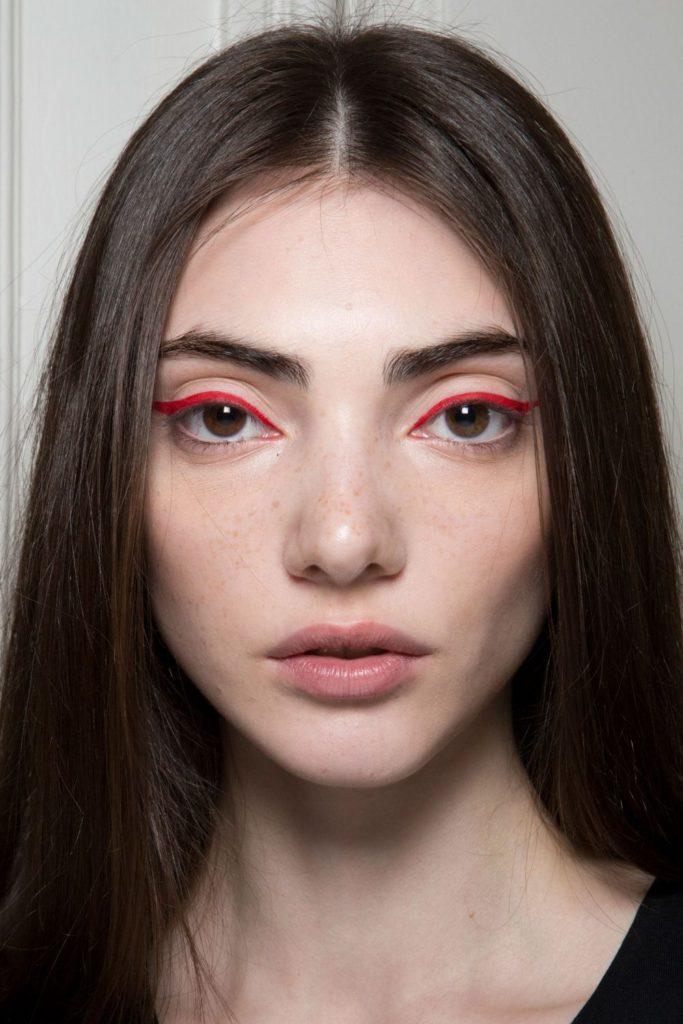 Модный макияж 2020 года подводка и стрелки