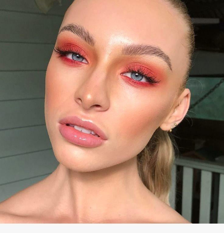 Модный макияж 2020 года цветные тени