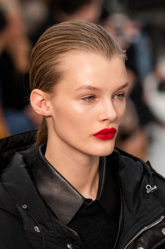 Модный макияж 2020 года яркая помада