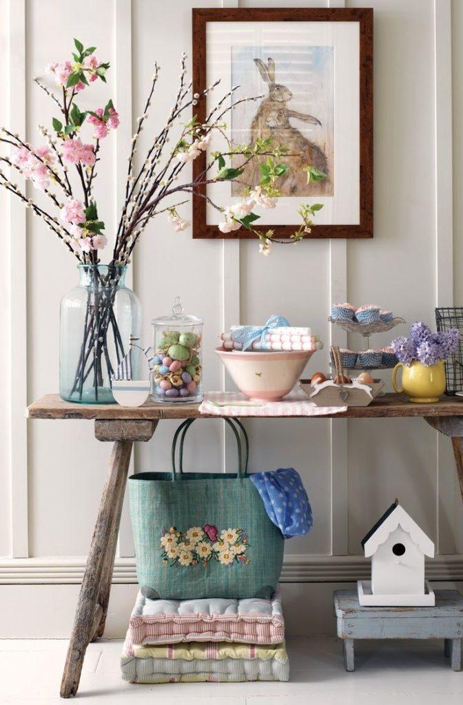 Наполните вазы мелочами и используйте в интерьере