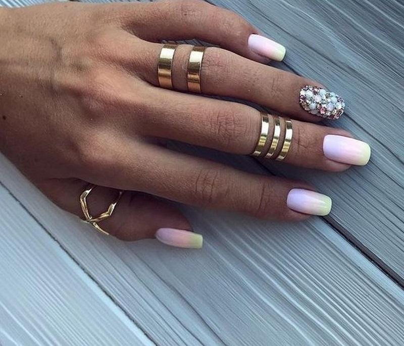Ногти со стразами