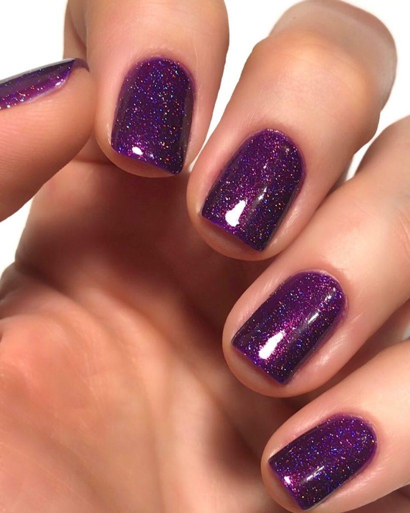 Ногти с фиолетовым гель-лаком