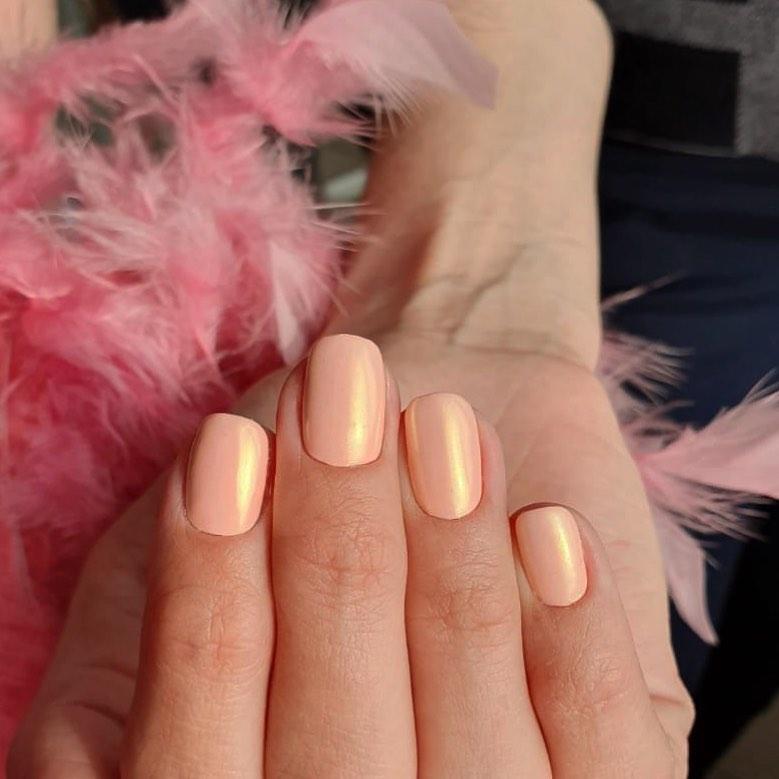 Ногти короткие