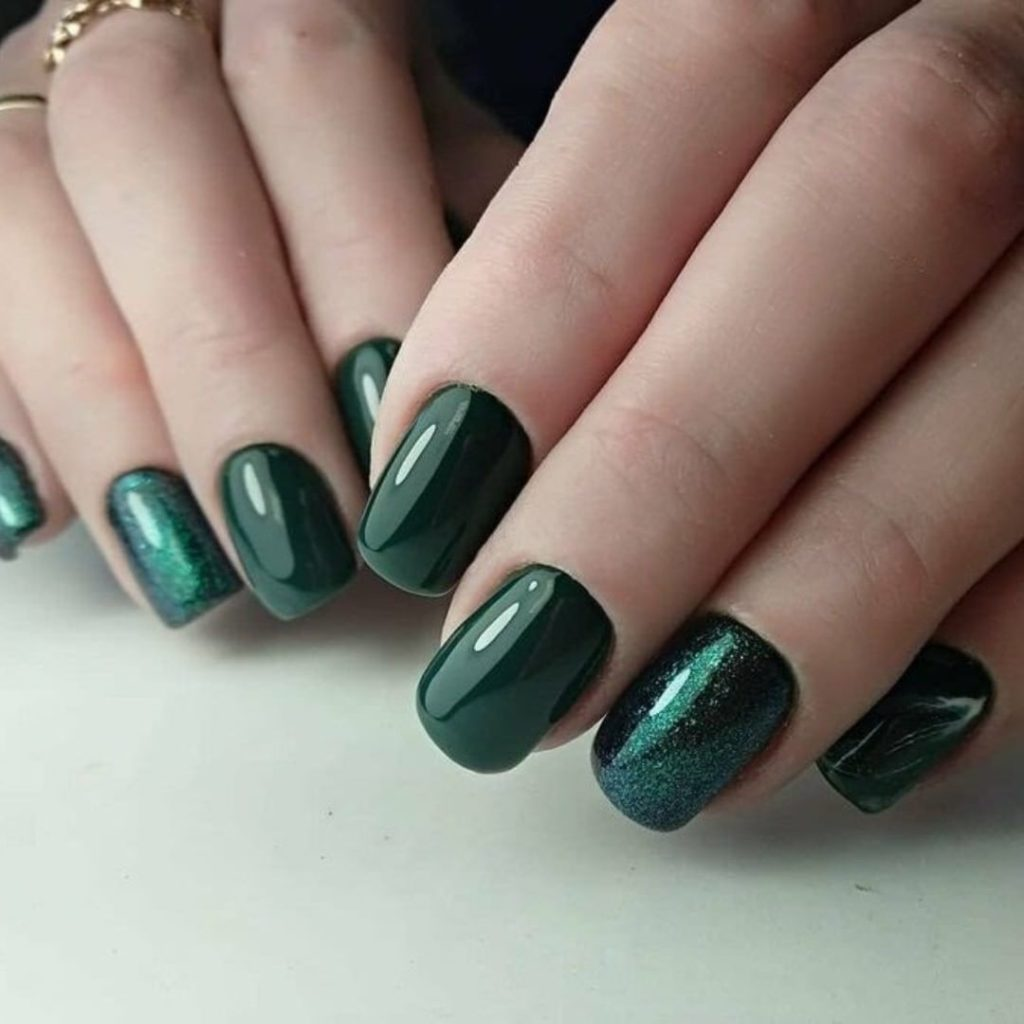 Ногти темный гель-лак