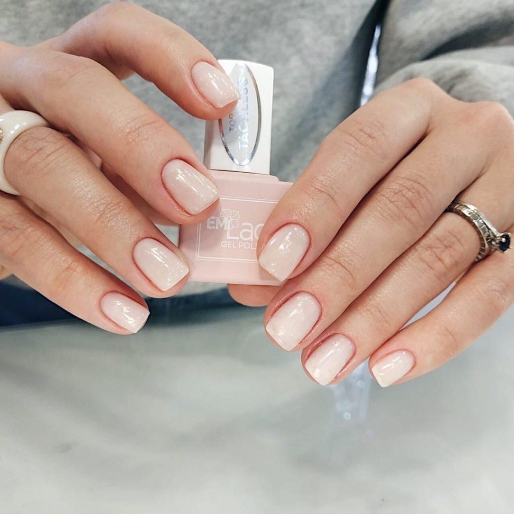 Ногти светлый гель-лак