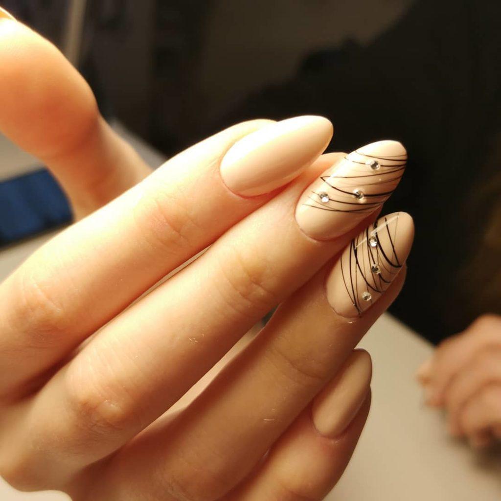 Ногти с паутинкой