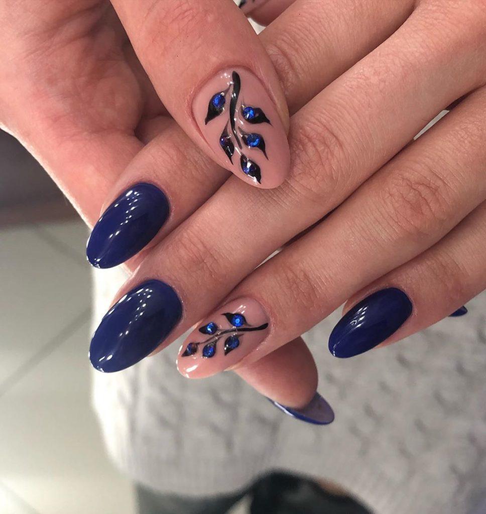 Ногти синий гель-лак