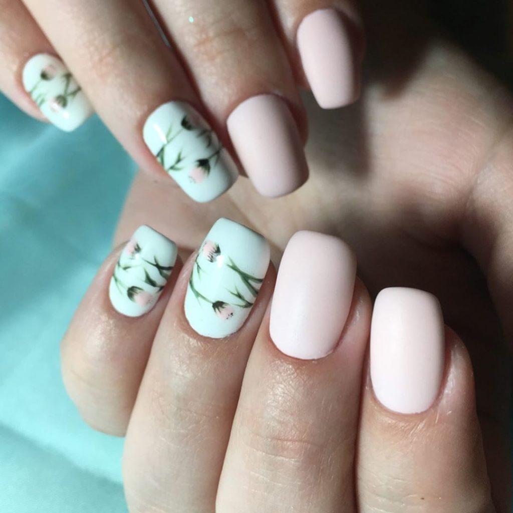 Ногти с цветочным принтом