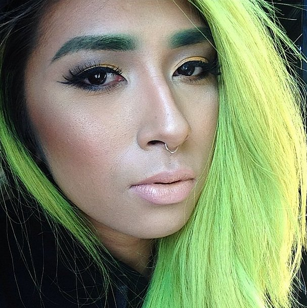Разноцветные брови