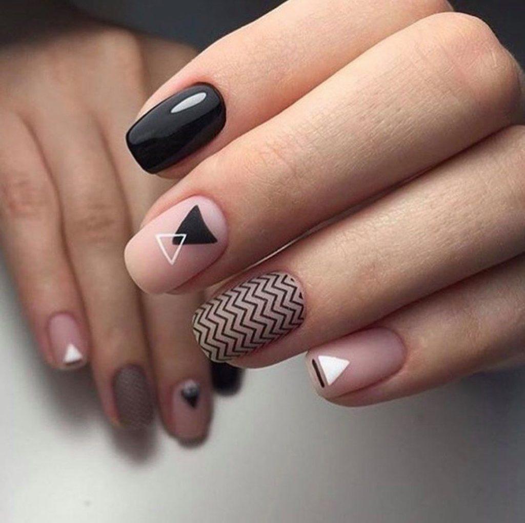 Модный маникюр геометрия