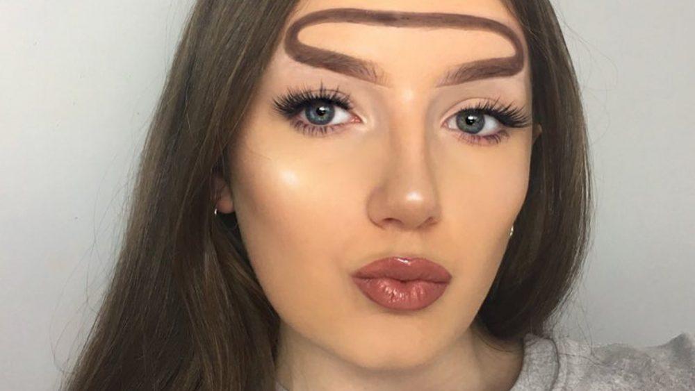 Тренд странные брови