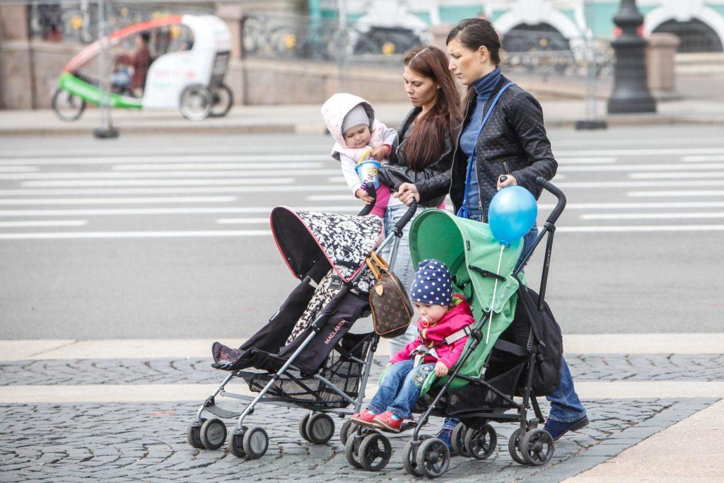 Пособия на детей с 3 до 7 лет в 2020 году: кому положены и как получить